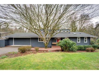 Lake Oswego Single Family Home For Sale: 808 Timberline Dr
