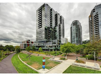 Multnomah County Condo/Townhouse For Sale: 0841 SW Gaines St #802