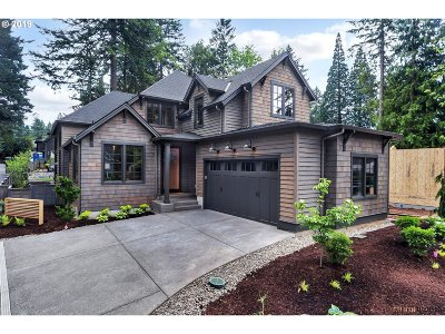 Lake Oswego Single Family Home For Sale: 1074 Bayberry Rd