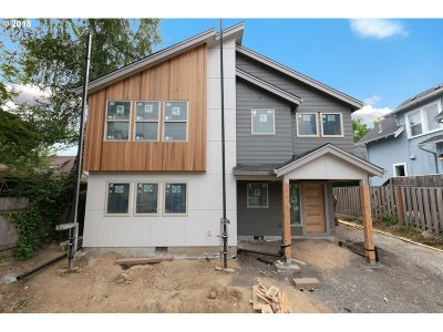 Single Family Home For Sale: 725 SE Tacoma St