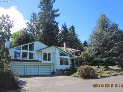 West Linn Single Family Home For Sale: 2911 Bluegrass Way