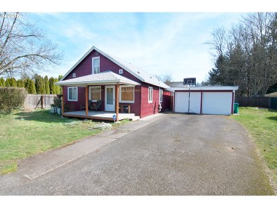 Portland Single Family Home For Sale: 2758 SE 170th Ave