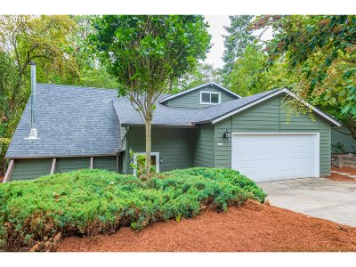 Portland Single Family Home For Sale: 4652 SW 49th Ave
