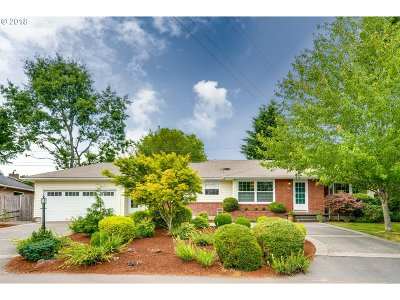 Portland Single Family Home For Sale: 8125 SW Valley View Dr