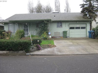 Woodburn Single Family Home For Sale: 2042 King Way