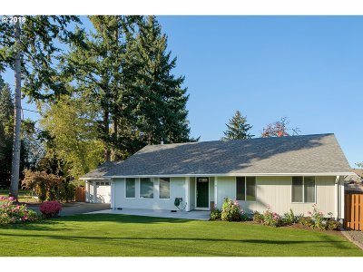 Tigard Single Family Home For Sale: 13565 SW Ash Ave
