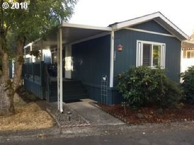 Eugene Single Family Home For Sale: 1475 Green Acres Rd Space