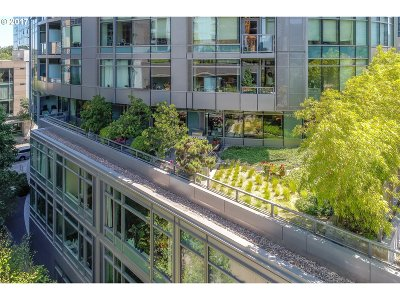 Portland Condo/Townhouse For Sale: 3601 SW River Pkwy #415