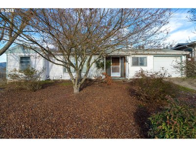Roseburg Single Family Home For Sale: 722 NE Meadow Ave
