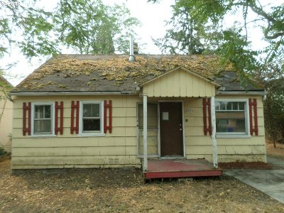 Single Family Home For Sale: 6824 SE Clatsop St