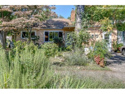 Portland Single Family Home For Sale: 941 SE Bidwell St