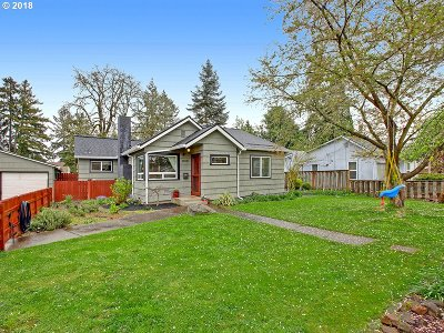 Milwaukie Single Family Home For Sale: 12720 SE 23rd Ave