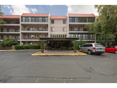 Lake Oswego Condo/Townhouse For Sale: 45 Eagle Crest Dr #305