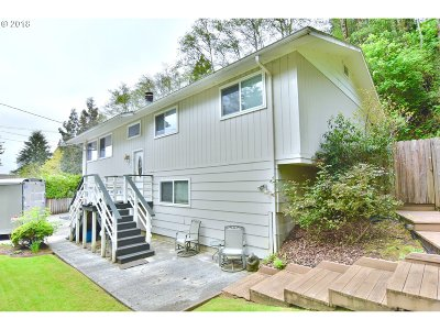 Coos Bay Single Family Home For Sale: 642 16th Ave