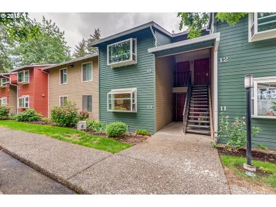 Portland Condo/Townhouse For Sale: 11990 SW Corby Dr #13