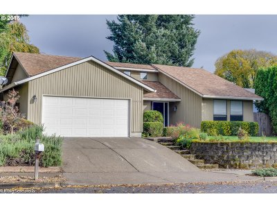 Tualatin Single Family Home For Sale: 10479 SW Pueblo St