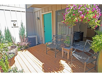 Beaverton Condo/Townhouse For Sale: 12904 SW 5th St