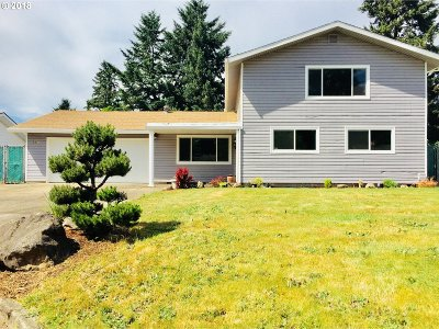 Milwaukie Single Family Home For Sale: 6941 SE Bixel Way