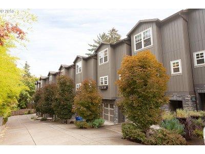 Portland Condo/Townhouse For Sale: 4642 SW Condor Ave #2