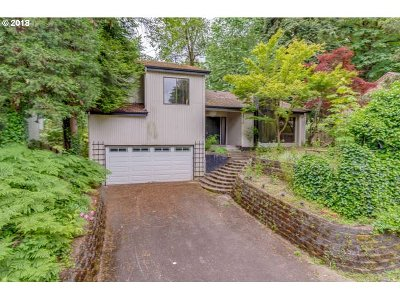 West Linn Single Family Home For Sale: 2510 Jolie Pointe Rd