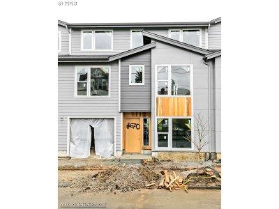 Portland Single Family Home For Sale: 670 NE Webster St