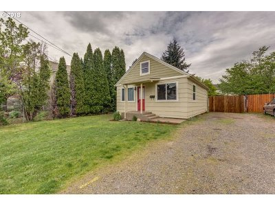 Portland Single Family Home For Sale: 8023 SE Cooper St