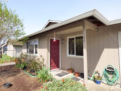 Bandon Single Family Home For Sale: 1105 1st St