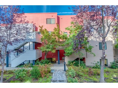 Portland Condo/Townhouse For Sale: 720 NW Naito Pkwy #D11
