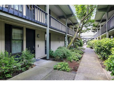 Lake Oswego Condo/Townhouse For Sale: 668 McVey Ave #12