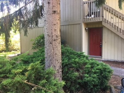 Beaverton Condo/Townhouse For Sale: 650 SW Meadow Dr #113
