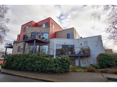 Portland Condo/Townhouse For Sale: 620 NW Naito Pkwy #B 14