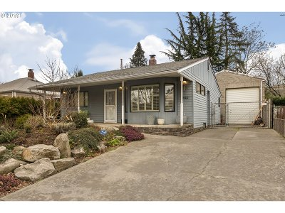 Portland Single Family Home For Sale: 3022 SE 75th Ave