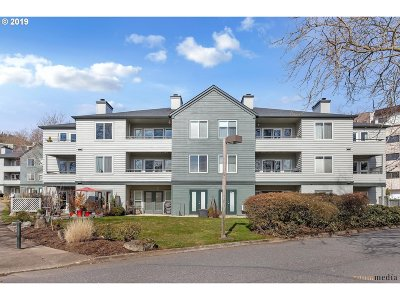 Condo/Townhouse For Sale: 4980 SW Landing Dr #104