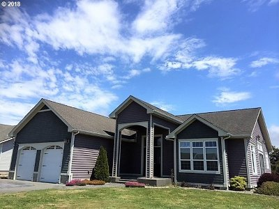 Bandon Single Family Home For Sale: 2704 Spinnaker Dr