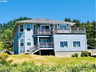 Gold Beach OR Multi Family Home For Sale: $495,000