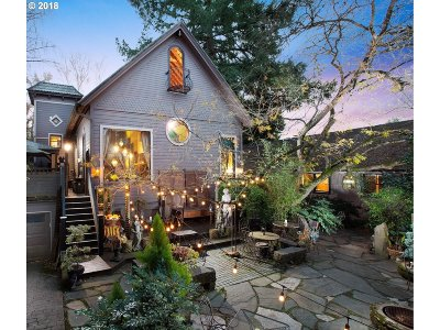 Milwaukie Multi Family Home For Sale: 3135 SE Van Water St