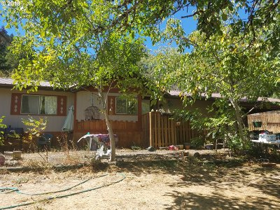 Oakland Single Family Home For Sale: 15490 Old Highway 99 North