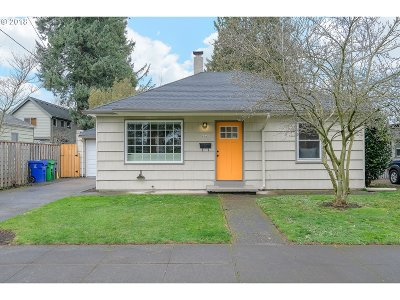 Portland Single Family Home For Sale: 9045 SE Taylor St