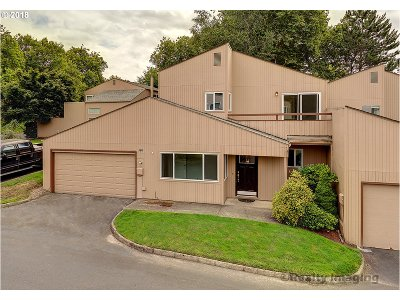 Beaverton Condo/Townhouse For Sale: 1745 NW Rolling Hill Dr