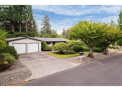 Beaverton Single Family Home For Sale: 6825 SW Rollingwood Dr