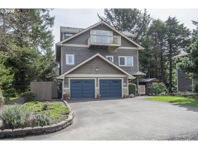 Lincoln City Single Family Home For Sale: 1440 SW Dune Ave