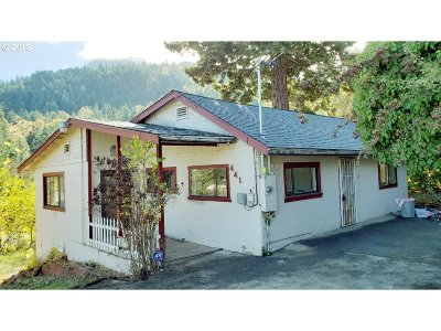 Canyonville Single Family Home For Sale: 441 SW Fourth Pl