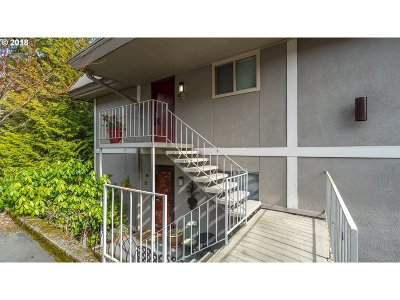 Lake Oswego Condo/Townhouse For Sale: 750 1st St #27