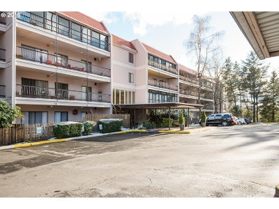Lake Oswego Condo/Townhouse For Sale: 45 Eagle Crest Dr #510