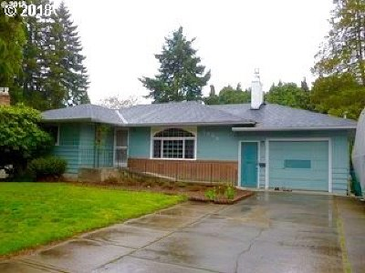 Milwaukie Single Family Home For Sale: 3344 SE Harvey St