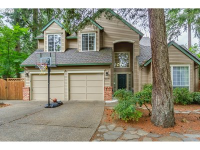 Lake Oswego Single Family Home For Sale: 4639 Black Forest Ct