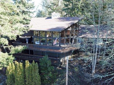 Roseburg Single Family Home For Sale: 305 SE Terrace Dr