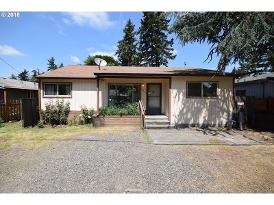 Portland Single Family Home For Sale: 8731 SE Clatsop St