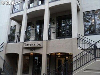 Portland Condo/Townhouse For Sale: 707 N Hayden Island Dr #406