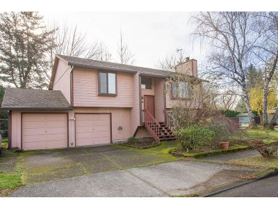 Troutdale Single Family Home For Sale: 1412 SE 24th Cir